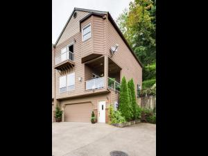 2635 NE Rocky Butte Rd-MLS_Size-001-Front of Home-640x480-72dpi